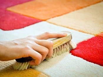 pulire i tappeti o lavarli