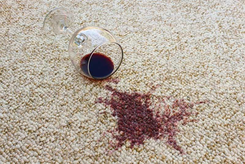 Come togliere una macchia da un tappeto