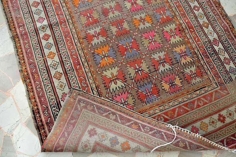 Fermatura del bordo del tappeto prima del lavaggio
