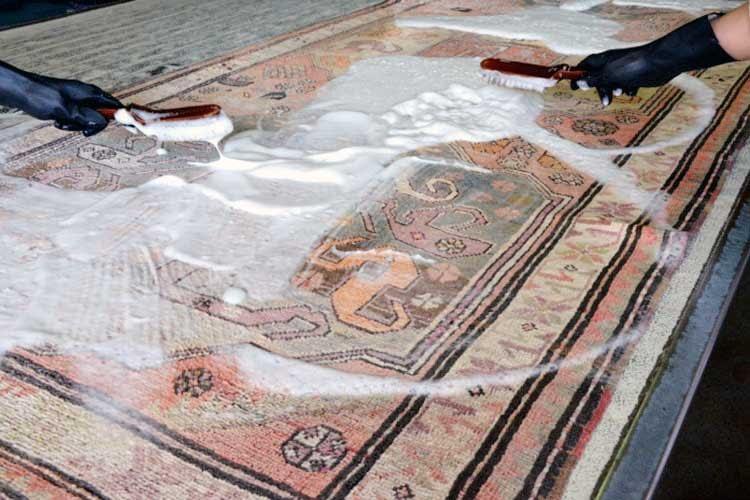 lavaggio di un tappeto antico